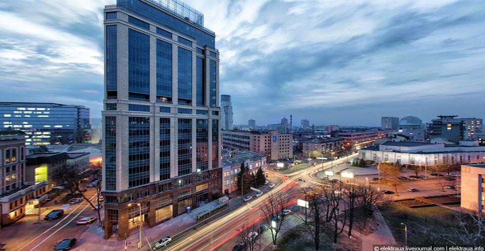 «SENATOR» business center on Reznitskaya-Moscowskaya St., Kyiv